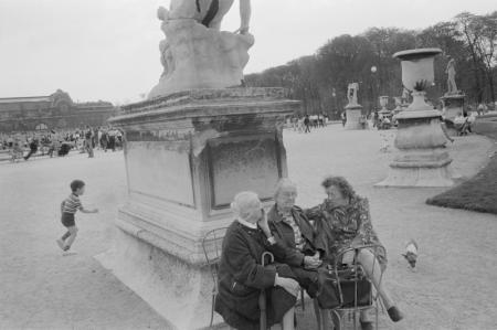 1979_Paris 3 women sitting together.jpg